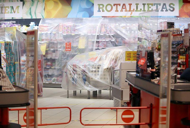 Kaut gan dažām precēm aizliegums noņemts, tomēr joprojām pārtikas veikalos visas preces nebūs atļauts pārdot.