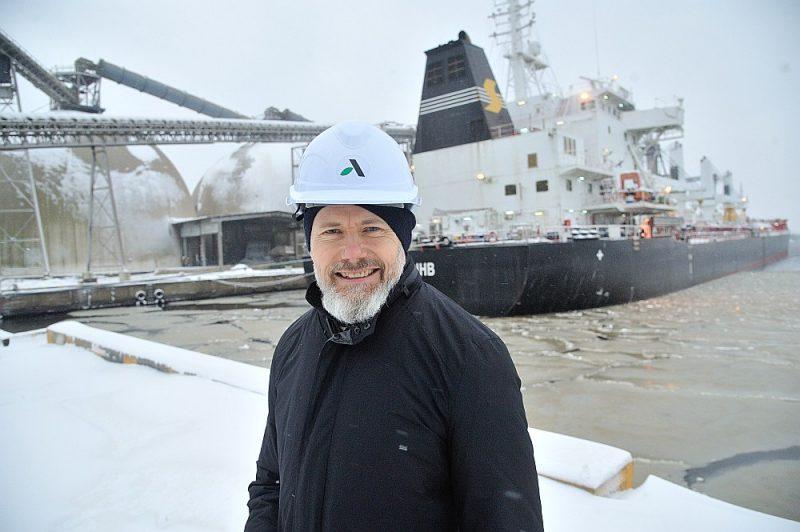 """""""LATRAPS"""" valdes priekšsēdētājs Edgars Ruža: """"Neskatoties uz darbības paplašināšanu Rīgas ostā, sadarbība turpināsies arī ar Liepājas un Ventspils ostām, jo saražotie apjomi ir tik lieli, ka darbības nodrošināšanai ar vienu ostu nepietiek."""""""