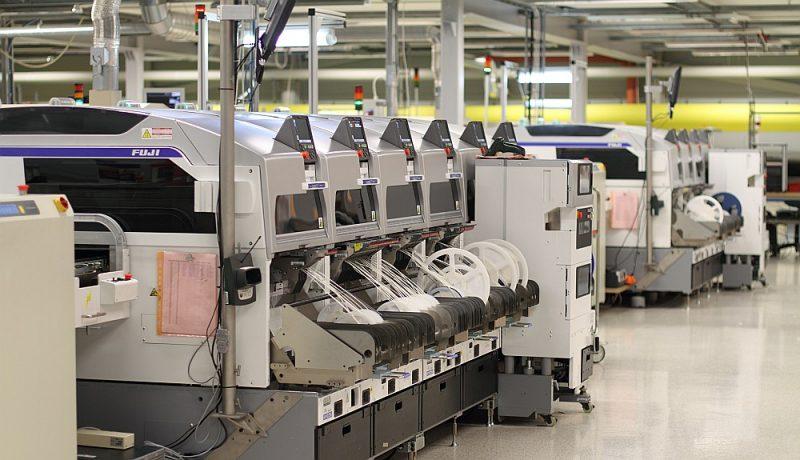 Arvien lielāku darba daļu elektroniskajā rūpniecībā veic automāti – arī digitalizācija un automatizācija veicina  tuvzonas pakalpojumu izmantošanu, jo robotu izmaksas visā pasaulē ir vienādas.