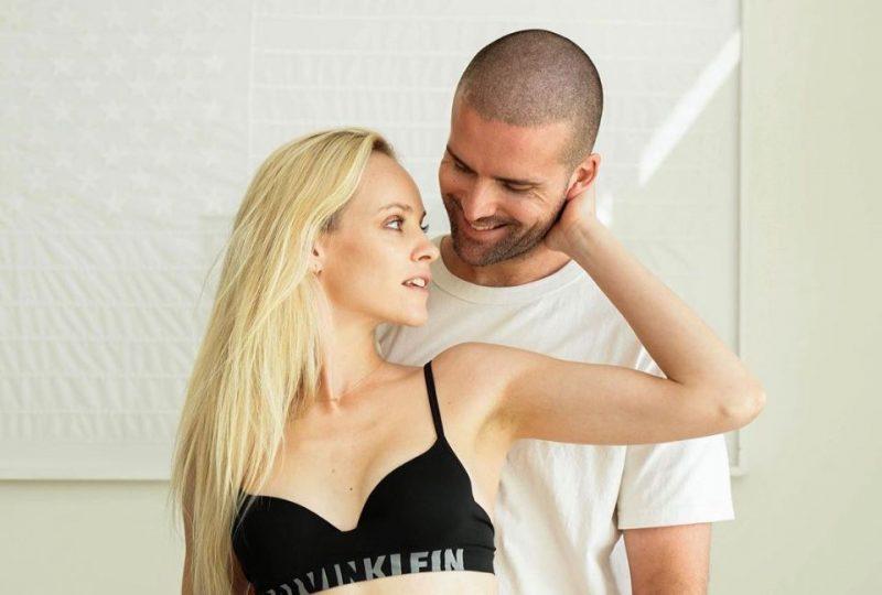 Modele Ginta Lapiņa kopā ar mīļoto vīrieti.