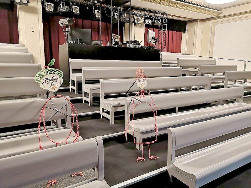 Nenotikušo kultūras pasākumu biļešu naudas atmaksa var kļūt gan par pacietības pārbaudījumu, gan par robu budžetā. Attēlā – rudenī atklātā Latvijas Leļļu teātra Kamīnzāle Rīgas Latviešu biedrības namā, kas vēl gaida skatītājus.