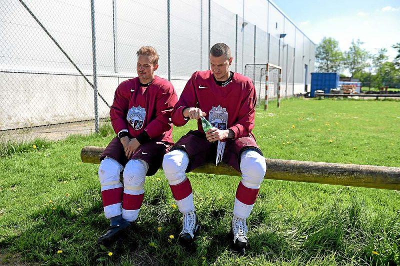 Pasaules čempionāta hokejā rīkotājiem darbs spiež darbu, taču Latvijas izlases hokejisti var būt droši, ka maijā viņiem nenāksies palikt pie slēgtām halles durvīm.