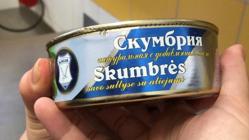 """Pārbaudes laikā PVD inspektori konservos """"Skumbrija savā sulā ar eļļu"""", kas ražoti SIA """"Karavela"""", konstatējuši nedzīvus zivju parazītus."""