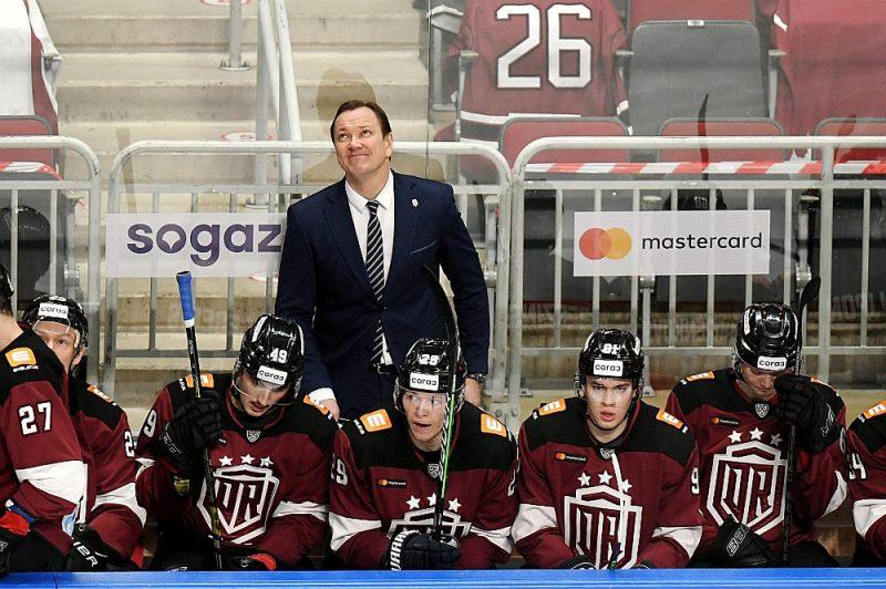 """Pēteris Skudra un Rīgas """"Dinamo"""" šosezon tika vien pie deviņām uzvarām. Komandas vadība atzīst, ka tālāk vairs nav kur krist, līdz ar to iespējams, ka notiks treneru maiņa."""