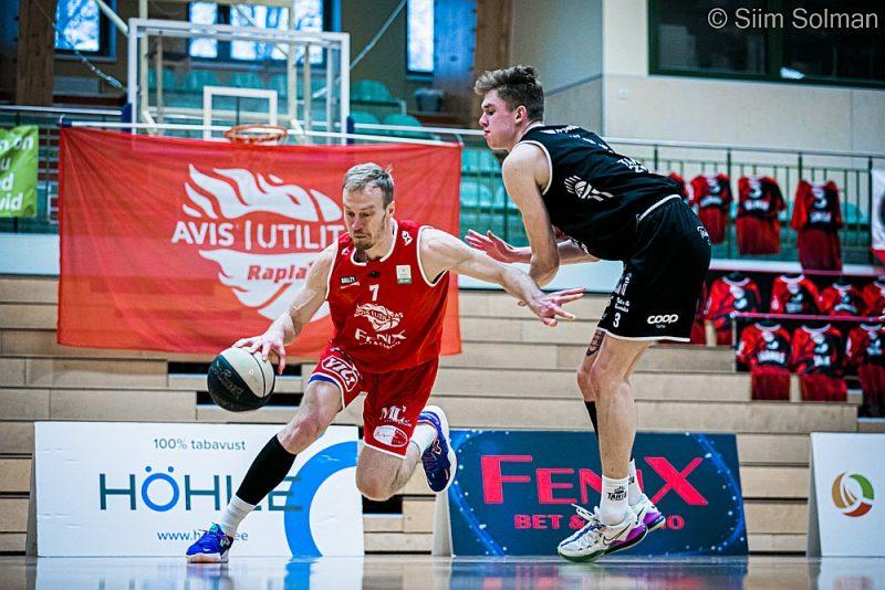 """Raplas komandu pārstāvošais Roberts Freimanis (pa kreisi) aizpērn ar """"Ventspili"""" kļuva par Latvijas–Igaunijas līgas pirmās sezonas čempionu."""