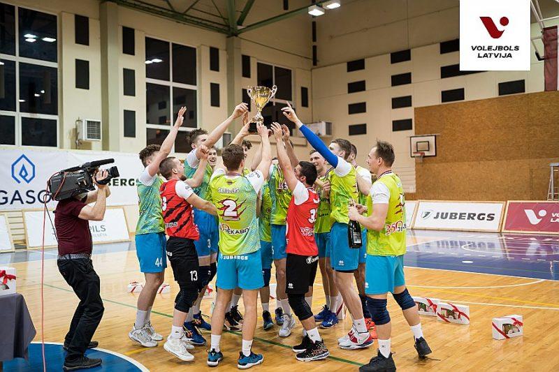 """Jēkabils """"Lūšu"""" volejbolisti svin savu trešo Latvijas čempionu titula izcīnīšanu."""